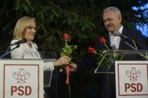 Presedintele PSD, Liviu Dragnea(D), ii ofera trandafiri candidatul PSD la Primaria Capitalei, Gabriela Firea (S), dupa aflarea rezultatelor exit-poll-ului la alegerile locale, duminica, 5 iunie 2016, la sediul Partidului Social Democrat din Bucuresti.  Gabriela Firea a primit cele mai mult voturi si va deveni primarul Capitalei, obtinand 42,4% din sufragii , urmata de Nicusor Dan cu 29,8% din voturi si Catalin Predoiu cu 12,03%, arata un EXIT-POLL CURS. Biroul Electoral Central va anunta la miezul noptii primele rezultate partiale oficiale. ANDREEA ALEXANDRU / MEDIAFAX FOTO